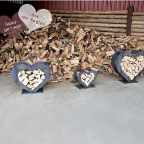 Stapelhilfe / Holzregal in Herzform - hangemacht aus Cortenstahl