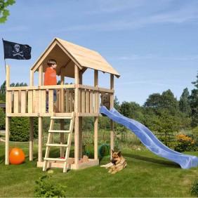 Karibu Woodfeeling Kinderspielturm Findus mit Anbau und Wellenrutsche blau