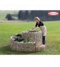 bellissa-HAAS-95600-Kraeuterspirale-frau-am-beet