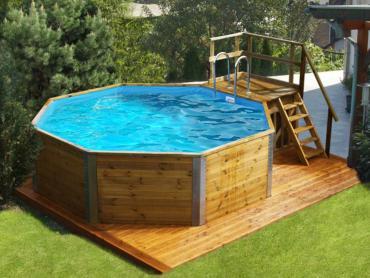 Pool aus Holz