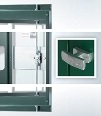 Besonders stabil ausgeführte Doppeltür mit Drehgriff-Zylinderschloss-Verriegelung (3-fach Verriegelung) mit Reserveschlüssel