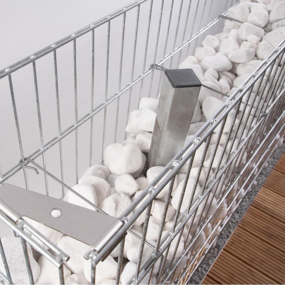anleitung zum erreichten eines sichtschutzes mit zaungabionen. Black Bedroom Furniture Sets. Home Design Ideas