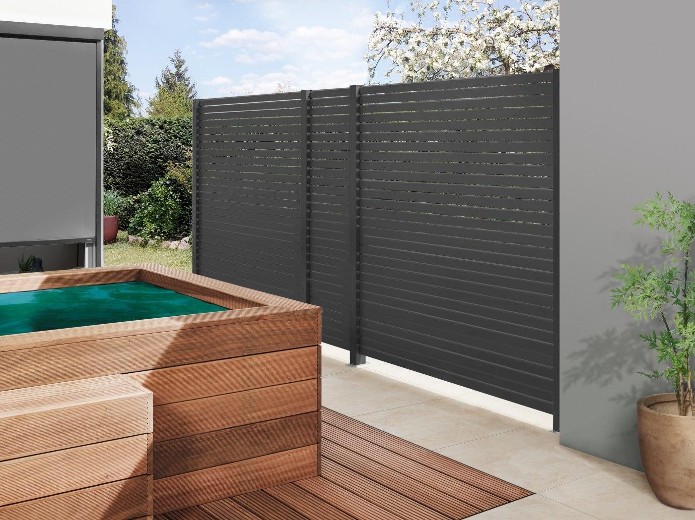 sichschutzzaun f r mehr privatsph re auf der terrasse und. Black Bedroom Furniture Sets. Home Design Ideas